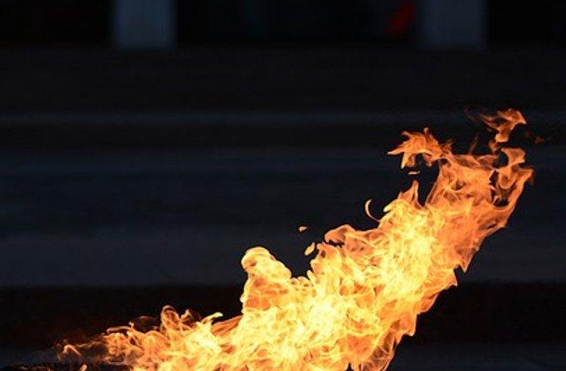 """S-a stins flacara """"eterna"""" din Cimitirul Eroilor, Timisoara. Primaria nu ar mai fi platit gazul"""