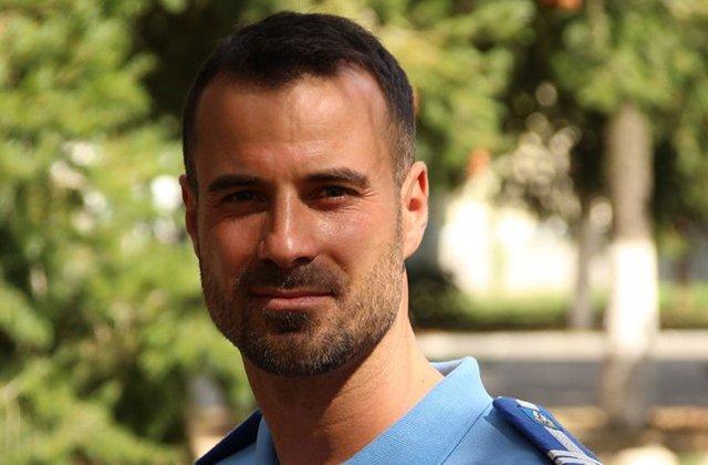 """Jandarmeria Bucuresti, laude la adresa unui angajat: Are un corp perfect tonifiat, de zici ca a luat creditul """"Prima casa"""" si l-a investit intr-o sala de forta"""