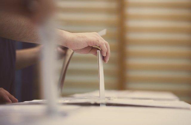 Peste 26.000 de persoane s-au inscris pentru votul prin corespondenta si peste 25.000 pentru cel la sectia de votare