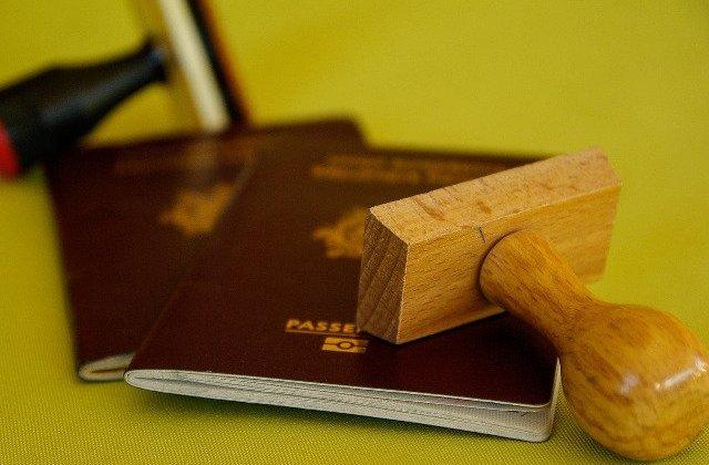 Romanca, arestata pe aeroportul din Atena cu sute de pasapoarte in bagaj