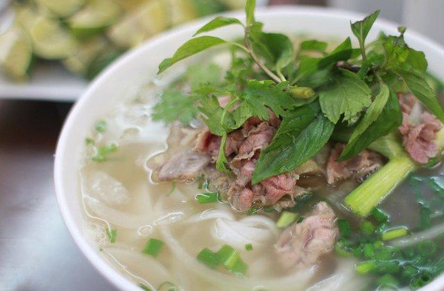 """Autoritatile dintr-un oras vietnamez solicita locuitorilor sa nu mai consume carne de caine: """"Nu este un obicei sanatos"""""""