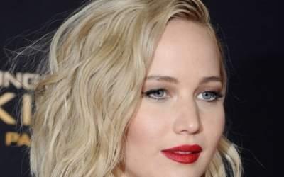 Jennifer Lawrence s-a...