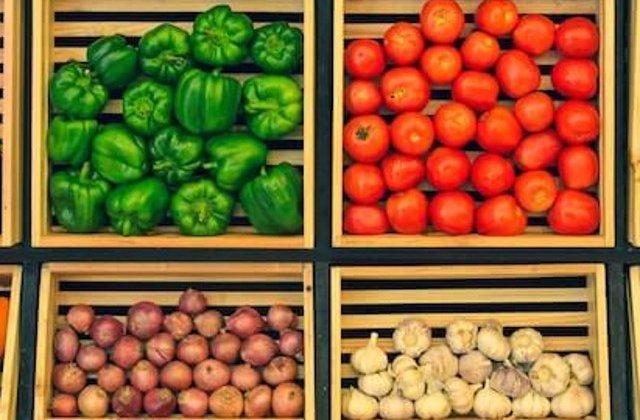 Cumparaturile de la piata vs. de la supermarket. Unde gasesti cele mai bune produse si servicii