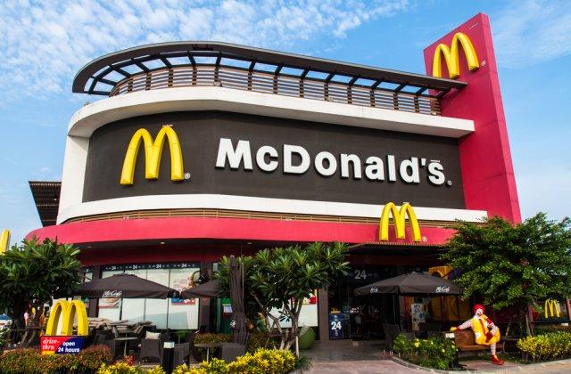 Directorul general McDonald`s a fost concediat pentru ca avea o relatie cu o angajata