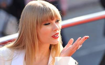 Taylor Swift acuza doi...