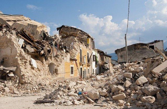 """25 de morti si 600 de raniti, dupa cutremurul din Albania. Locuitor: """"Nu voi mai putea niciodata sa traiesc in casa mea"""""""