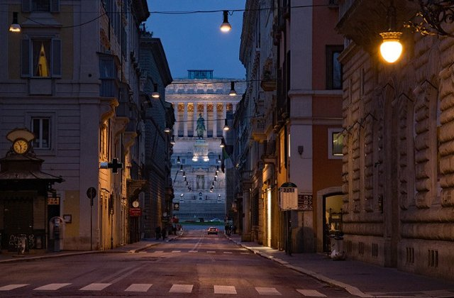 "Doua strazi din Roma, vandalizate. Primar: ""Un fapt rusinos. Vom curata imediat"""