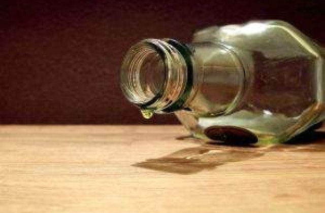 Mult mai periculos decat fumatul: Alcoolul iti fura 20 de ani de viata!