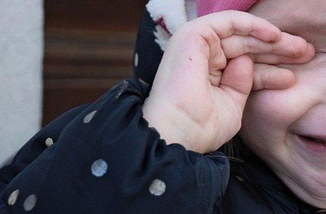 Fetita de 5 ani, batuta de mama sa cu o coada de matura, preluata de DGASPC