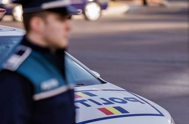 Un barbat a distrus cu gantere si pietre sapte masini parcate in centrul Aradului