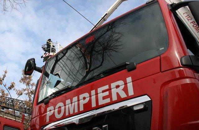 Tanara de 28 de ani, salvata de pompieri dupa ce a cazut intr-o fantana adanca de 28 de metri