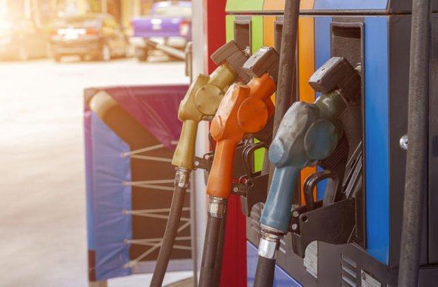 Supraacciza la carburanti va fi eliminata din 1 ianuarie 2020: costul unui plin ar trebui sa scada cu circa 15 de lei