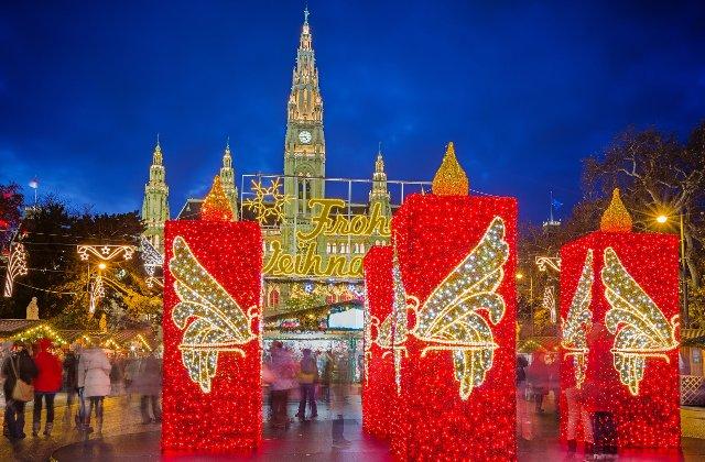 """Bucurestiul, mai bogat decat Viena? Decoratiunile din Capitala au costat dublu. Oficiali austrieci: """"Incercam sa economisim"""""""