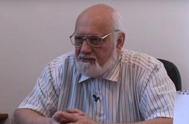 Gelu Voican-Voiculescu a fost lovit de revolutionari in Piata Universitatii