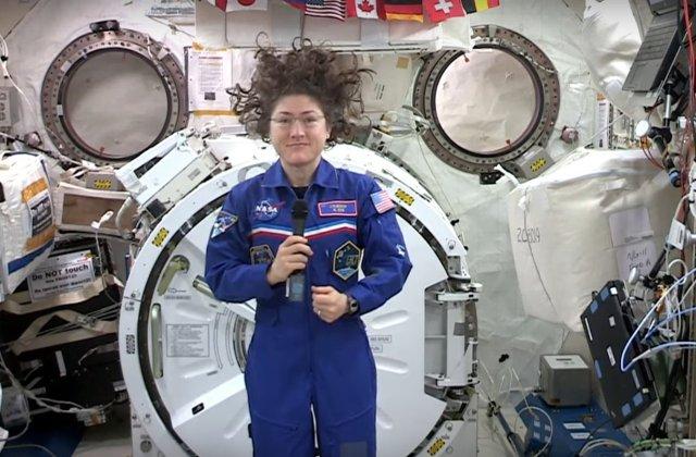 O astronauta de la NASA a stabilit un nou record pentru cel mai indelungat zbor in spatiu realizat de o femeie
