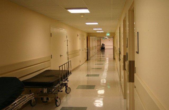 Ancheta la Spitalul Judetean Constanta dupa ce din plafonul fals au cazut pisici peste pacienti