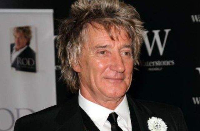 Starul rock britanic Rod Stewart a fost acuzat ca a lovit un paznic de Revelion