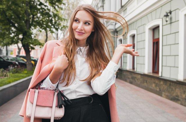 Mereu cu un pas inainte: 8 trucuri vestimentare care te vor face sa arati mult mai tanara