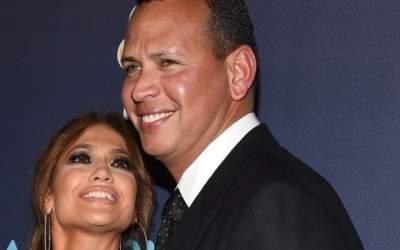 Jennifer Lopez a dat de...