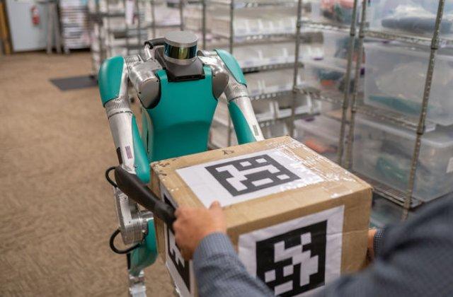 Curierii, inlocuiti de roboti: Ford a cumparat roboti cu aspect uman pentru transportul coletelor cu utilitarele sale