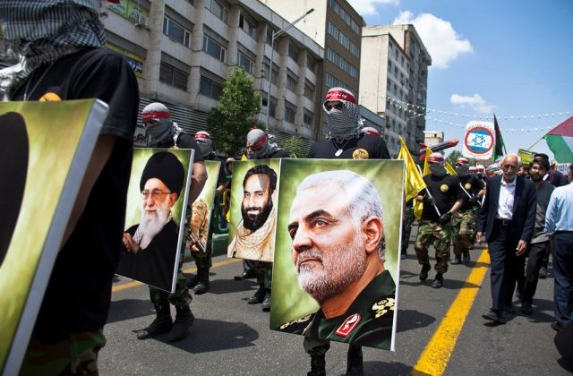 """Cleric iranian, despre expulzarea ambasadorului britanic: Sustinatorii generalului ucis l-ar putea """"taia in bucati"""""""