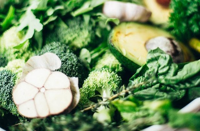 INS: Romanii au consumat in 2018 mai multe produse de origine vegetala