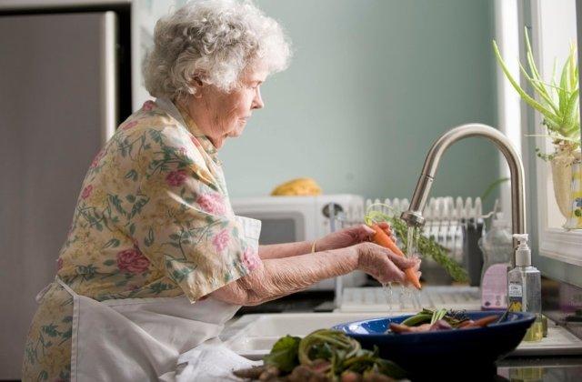 Pot cauza daune in casa: 10+ greseli de evitat cand faci curatenie