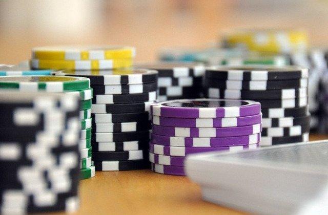 Aproximativ 1.200 de practicanti de jocuri de noroc au fost consiliati psihologic
