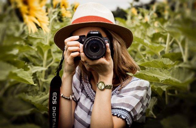 Cum sa iti transformi pasiunea pentru fotografie si grafica intr-o sursa de venit
