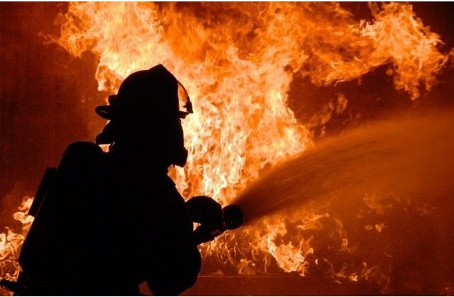 Tata si fiu, gasiti morti in locuinta lor din Timis, dupa un incendiu devastator