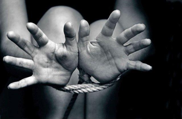 Doua romance au fost condamnate pentru proxenetism si trafic de minori