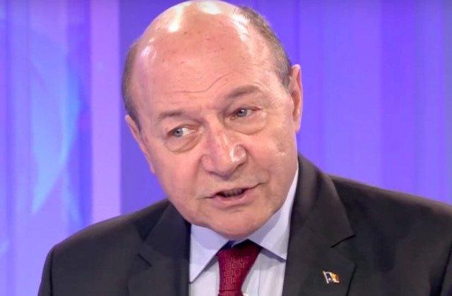"""Basescu trage un semnal de alarma: """"Ne pregatim de autodistrugere"""""""
