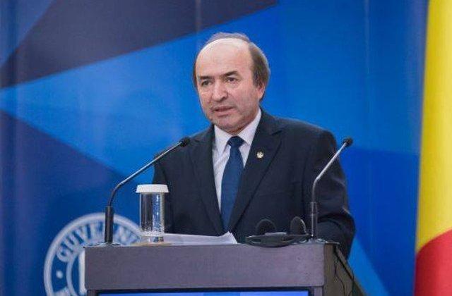 Tudorel Toader, ales din nou rector. Nu a suspendat cursurile ca sa aiba cvorum