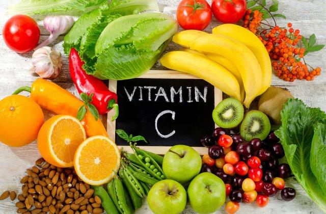 Ajuta sau nu Vitamina C in preventia sau tratarea COVID-19? Iata ce spun specialistii