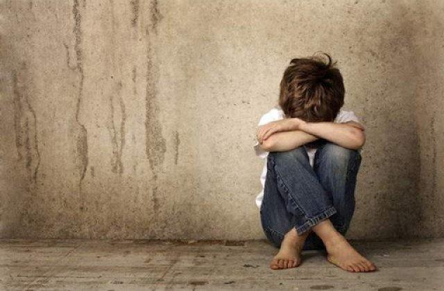 Un barbat a fost retinut dupa ce ar fi agresat sexual un copil de zece ani