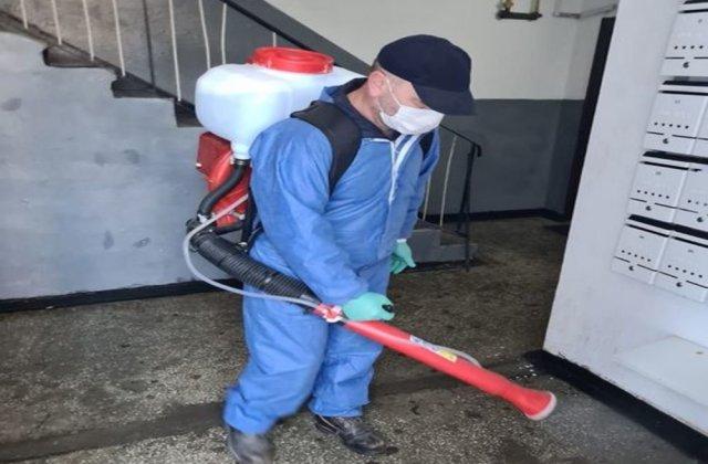Primaria Suceava a anunțat că a început dezinfecția scărilor de bloc