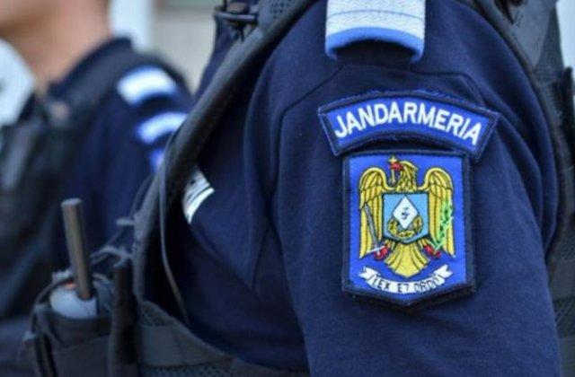 VIDEO Cum au salvat jandarmii craioveni doi oameni ai străzii prinși într-un incendiu