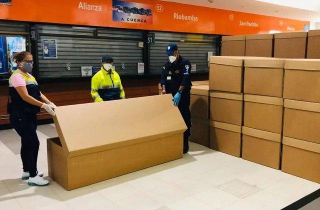 Coronavirus: De la cadavre pe străzi, la sicrie de carton în Ecuador