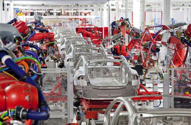 Tesla concediază sute de angajați temporar în Statele Unite: decizia, luată după întreruperea producției de mașini electrice