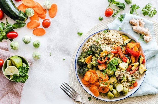 10 alimente care NU îngrașă oricât de mult ai mânca