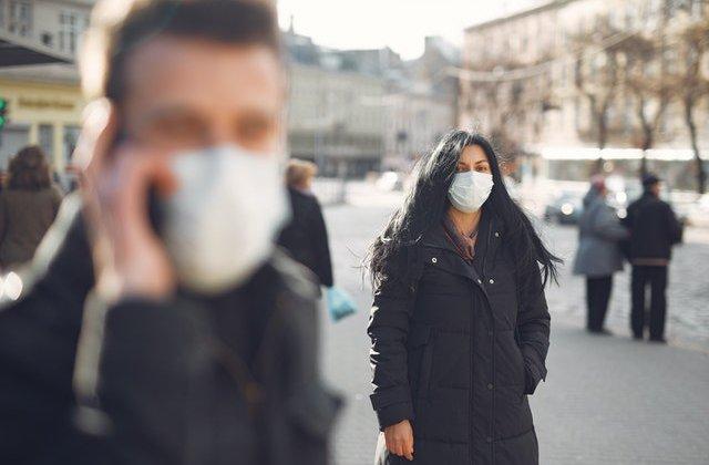 Coronavirus: Te poți infecta din aer? Uite cât rezistă virusul în aerosoli