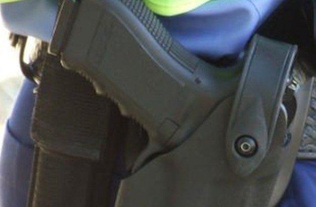 Un bărbat deghizat în polițist a împușcat mortal 16 persoane