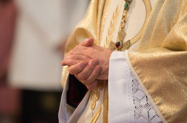 Zeci de români din Italia s-au ascuns într-o biserică pentru a sărbători Paștele
