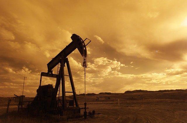 Record istoric: Prețul petrolului a căzut sub 0 dolari pe baril
