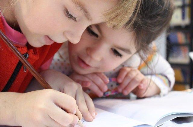 Studiu: Copiii sunt mai puțin probabil să transmită noul coronavirus