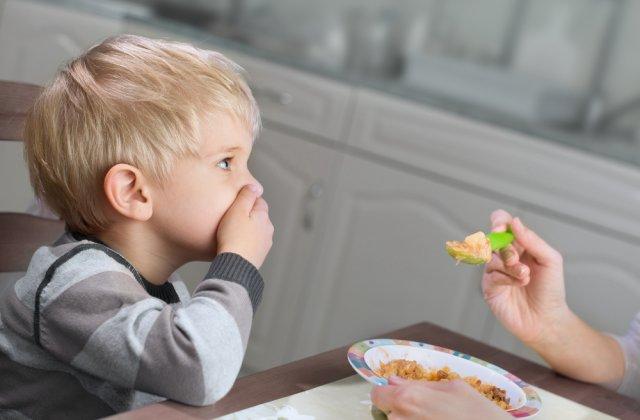 Izolarea dă bătăi de cap părinților: 5 sfaturi de alimentație pentru copiii mofturoși la mâncare