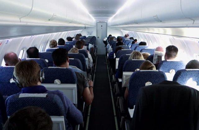 IATA: Distanțarea socială în avioane, inutilă. Riscurile de infectare sunt scăzute