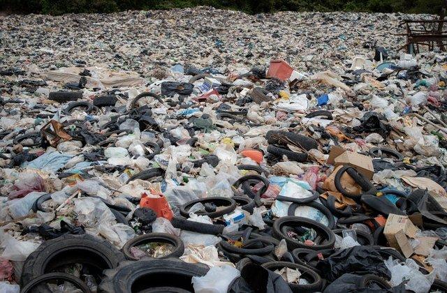Dovada că Planeta o duce mai bine fără noi: Au lăsat șase tone de gunoi pe plajele abia redeschise