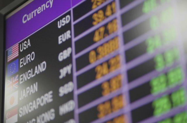 Avertisment: Leul va continua să piardă teren în raport cu Euro. Ce curs valutar am putea avea în 12 luni