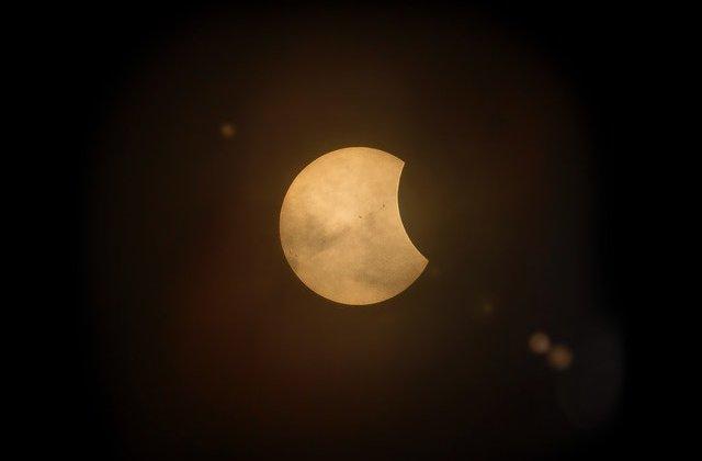 Anul în care luna a dispărut de pe cer. Care este explicația specialiștilor
